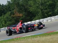Ingo Gerstl (A) na trati Masarykova okruhu v Brně (F1 Scuderia Toro Rosso STR1, tým Top Speed).