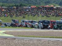 Start závodu, na čele #1 KISS Norbert(HUN), OXXO TRUCK RACE TEAM (HUN), MANœ #2 HAHN Jochen(DEU), CASTROL TEAM HAHN RACING (DEU), MAN
