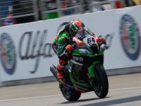 #66 Tom Sykes (GBR), Kawasaki ZX-10R, Kawasaki Racing Team – si z Thajska veze své první vítězství v šampionátu WorldSBK.