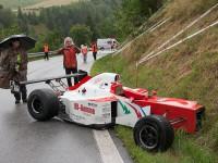Fausto Bormolini (ITA) zapíchl svůj  Reynard K02 do břehu