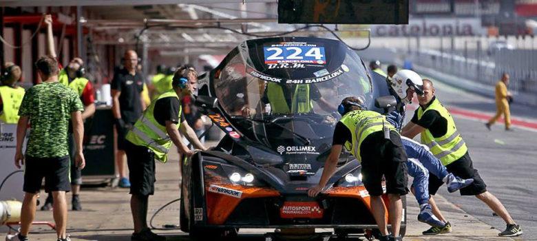 KTM X-BOW GT4 týmu RTR Projects v boxech