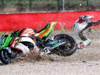 Havárie Ondřeje Ježka #37, Kawasaki ZX-10R, Grillini Racing Team, foto: MPA Foto, Václav Duška