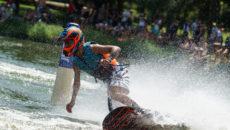 Závodníci z19 zemí budou bojovat okrále motosurfu naBrněnské přehradě