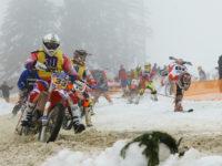 Lyžař akrobat a vede #30 STRAŠÍK Vlastimil a CHOVANEC Miroslav, CZE, SMS motokrosu Morava, Honda 450 4T (foto Milsn Spurný)