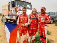 Vítězná posádka Morocco Desert Challenge, Instaforex Loprais Team, zleva: Petr Pokora, Ferran Marco Alcayna a Aleš Loprais