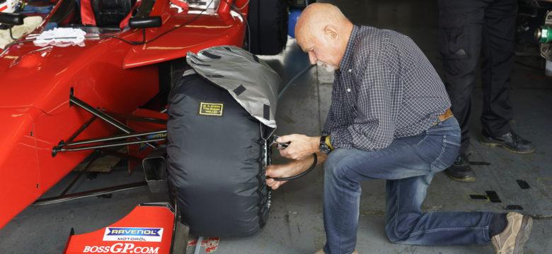 Nahřívání pneumatik a kontrola tlaku #411 Karl-Heinz Becker, GER, Becker Motorsport, Dallara, Super Nissan V6 World Series, AER 2.0 R4T, FORMULA, Masaryk Racing Days 2017 (foto: Milan Spurný)
