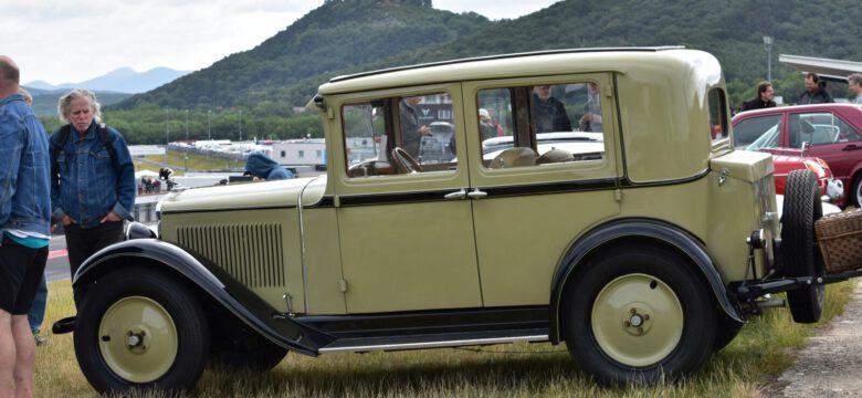 Přehlídka krásných historických vozů