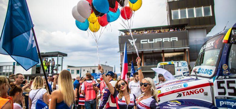 Úspěšný závodní tým Buggyra zve fanoušky namostecký autodrom