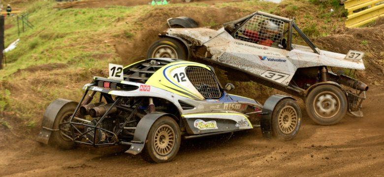 Havárie #12 Štětina Vladislav (CZ) a #37 Traubergs Ugis (LVA), Super Buggy, Poříčí nad Sázavou 2020 (foto: Pavel Pustějovský)